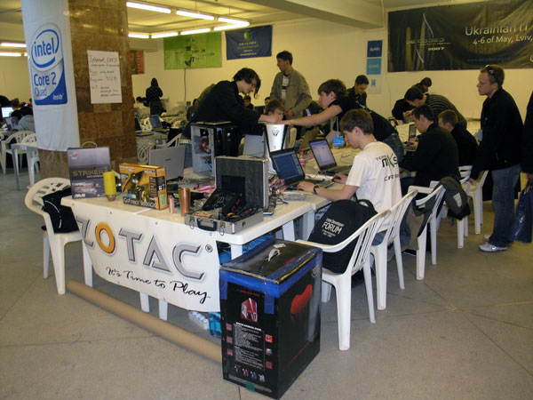 DE:CODED IT Festival 08 - Team MXS