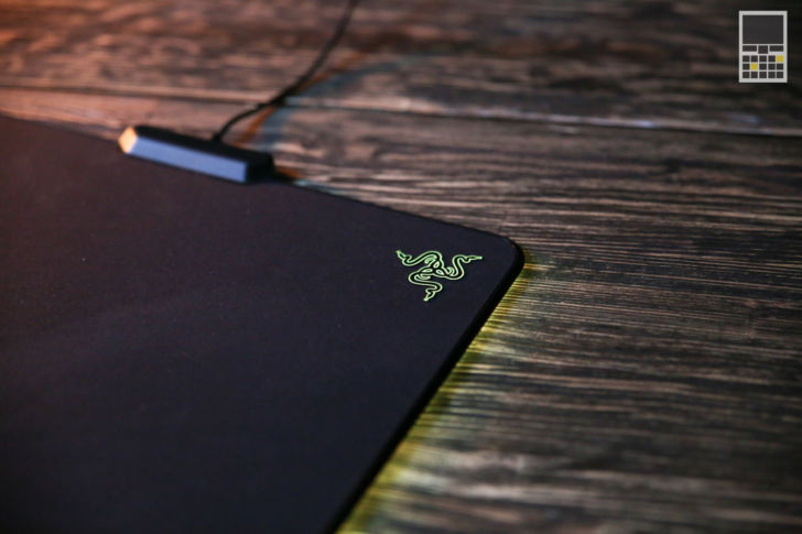 Razer Firefly Cloth Edition вид сбоку справа сверху