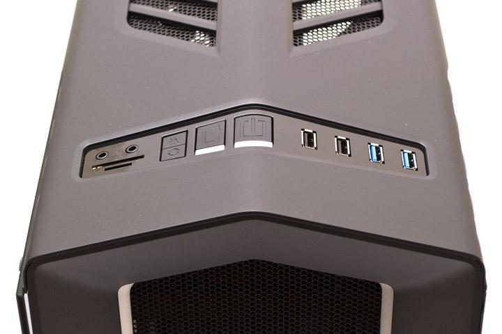 Aerocool P7-C1 вид на верхнюю панель управления