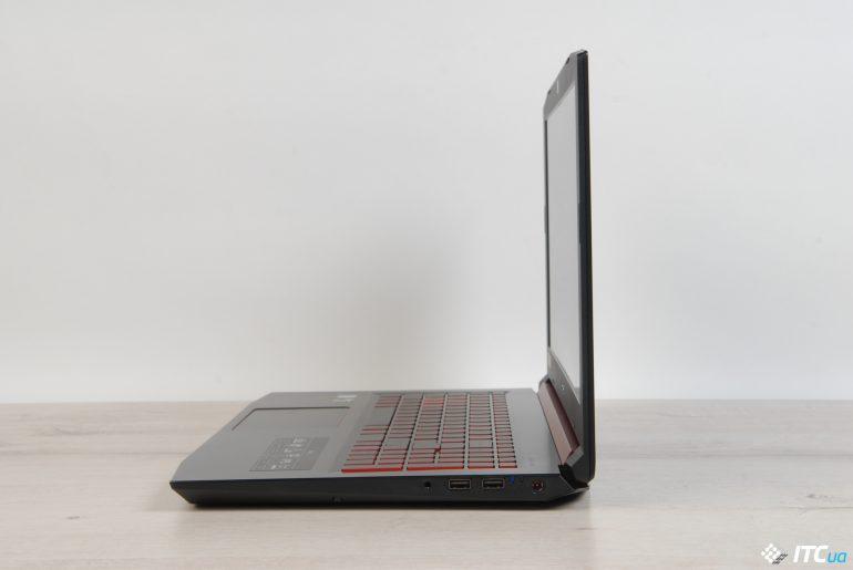 Acer Nitro 5 вид справа на открытый ноутбук