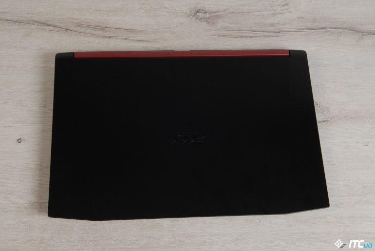 Acer Nitro 5 вид сверху на закрытый ноутбук