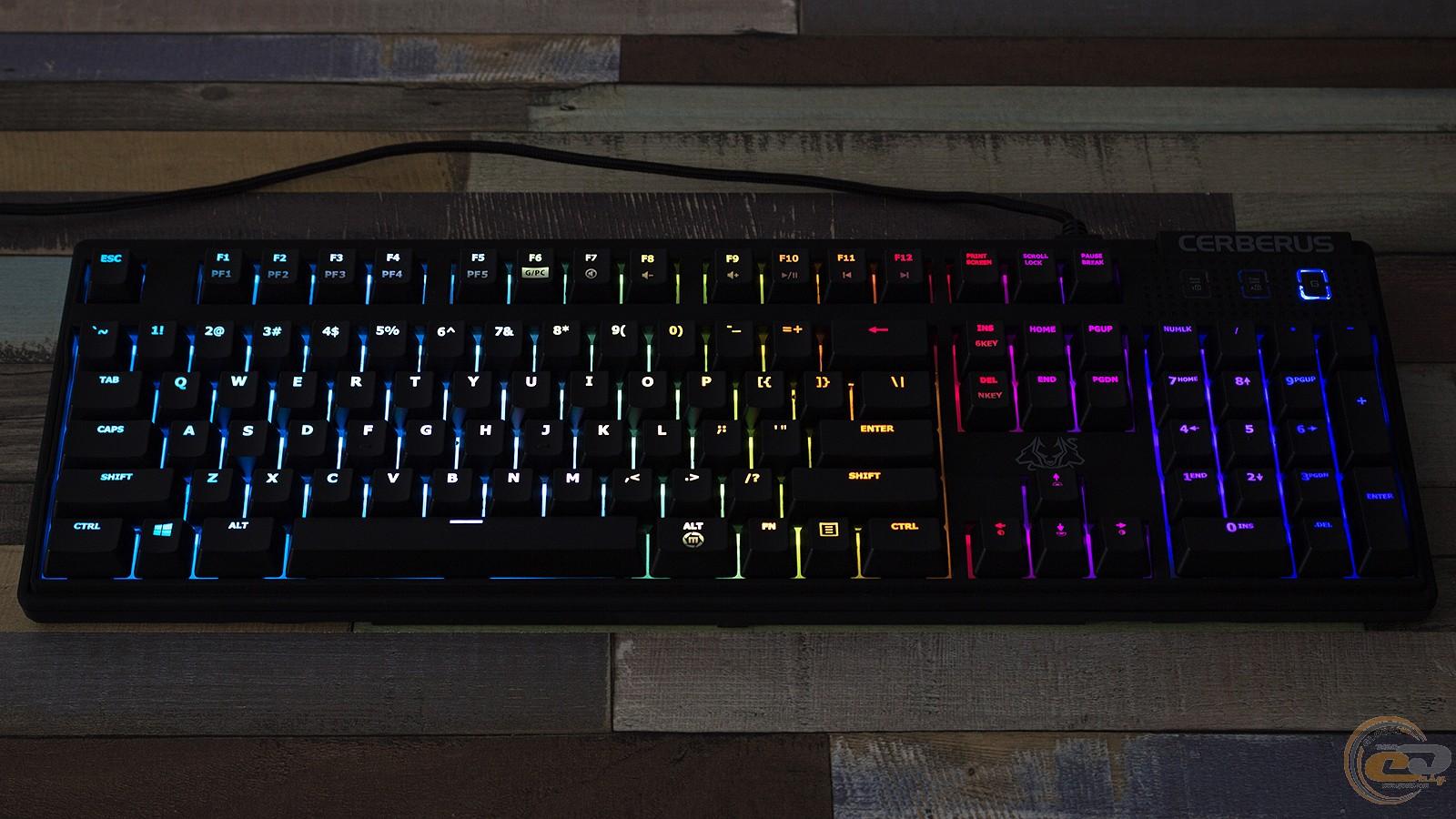 ASUS Cerberus Mech RGB подсветка в темноте