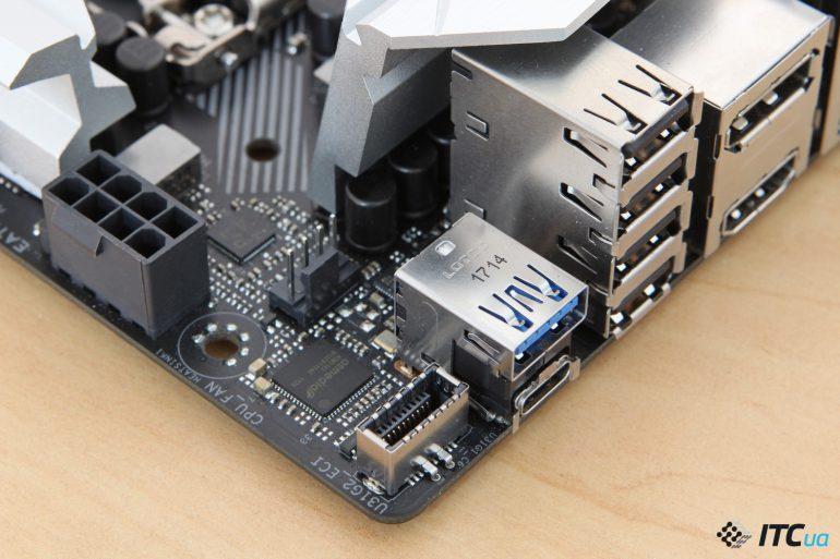 ASUS ROG STRIX Z370-I GAMING вид на разьем USB 3.1 Gen2