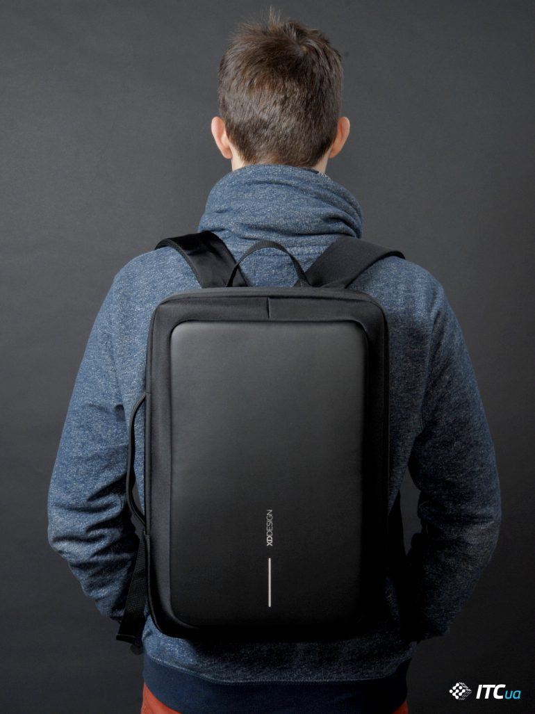 XD Design Bobby Bizz Anti-theft Backpack на человеке