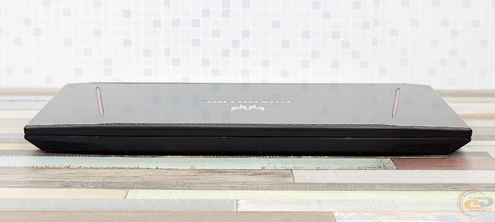 Acer Predator Helios 300 вид спереди в закрытом состоянии
