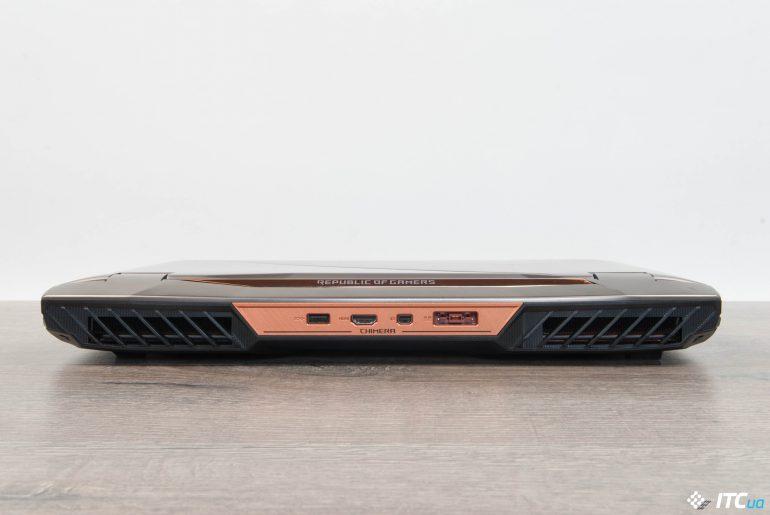 ASUS ROG G703 вид сзади в закрытом состоянии