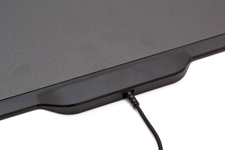 Razer Mamba HyperFlux коврик вид на порт для шнура