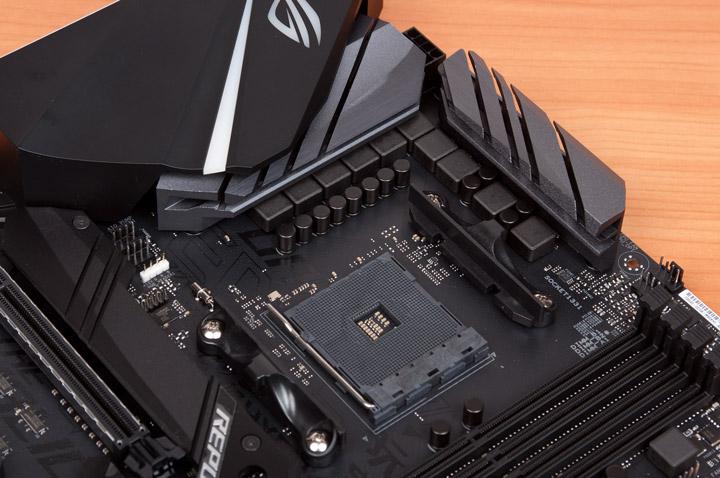 ASUS ROG Strix X470-F охладители в системе VRM