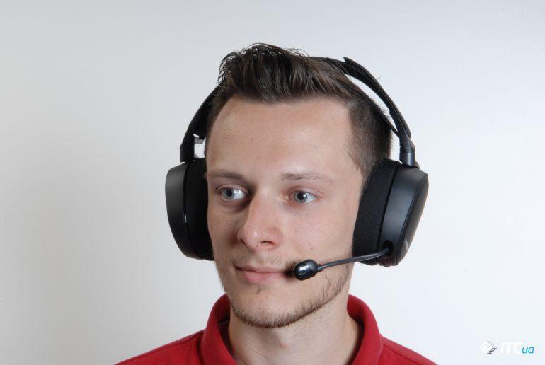 SteelSeries Arctis Pro Wireless на голове вид спереди
