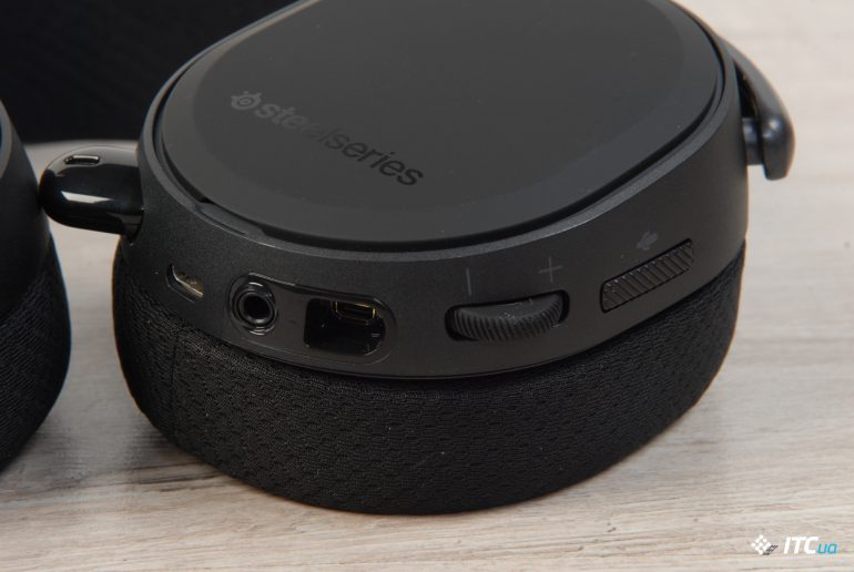 SteelSeries Arctis Pro Wireless разьемы левого наушника