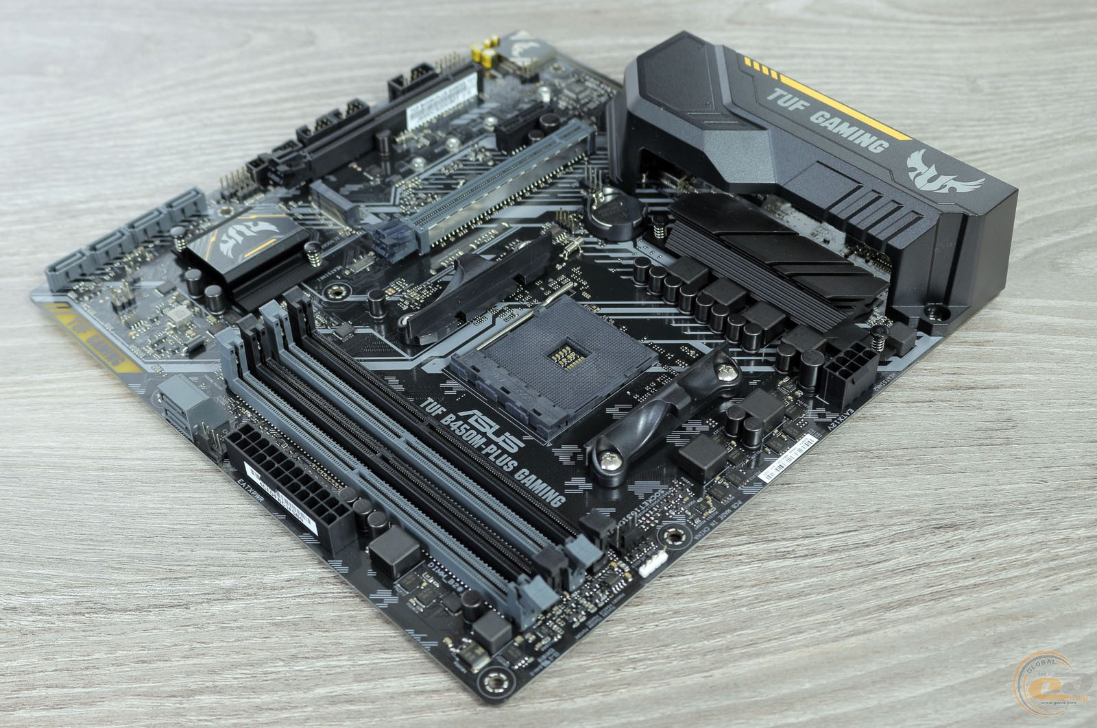 ASUS TUF B350M-PLUS GAMING компоновка