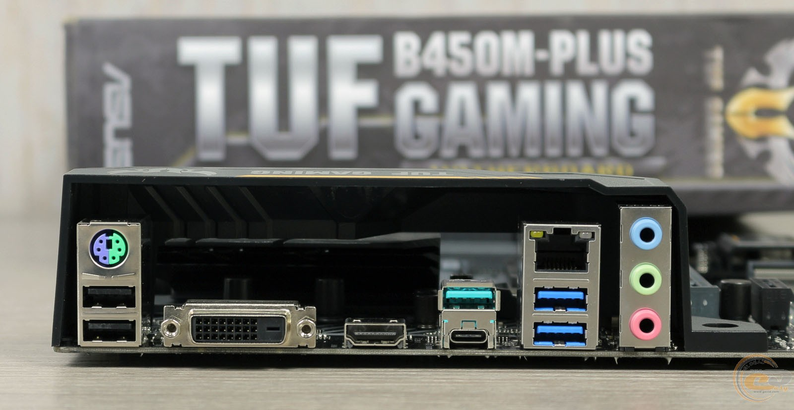 ASUS TUF B350M-PLUS GAMING интерфейсная панель