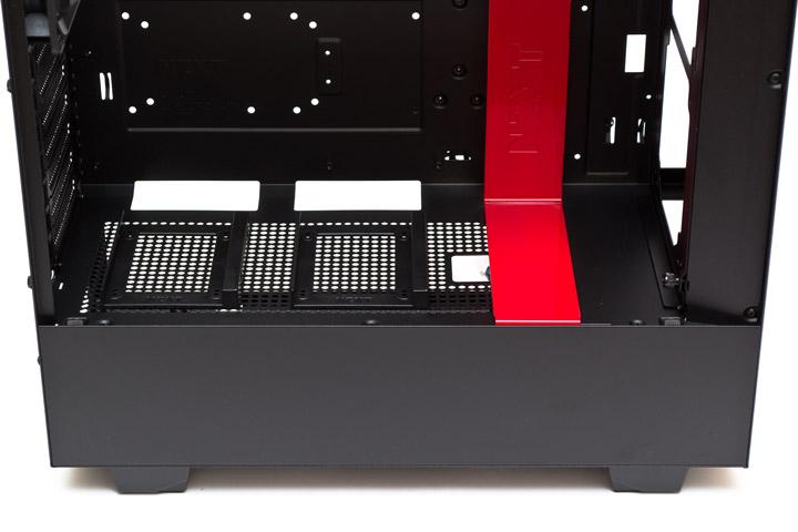 NZXT H500 вид на нижнюю панель внутри