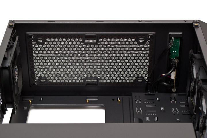 Aerocool P7-C0 Pro вид на верхнюю панель изнутри