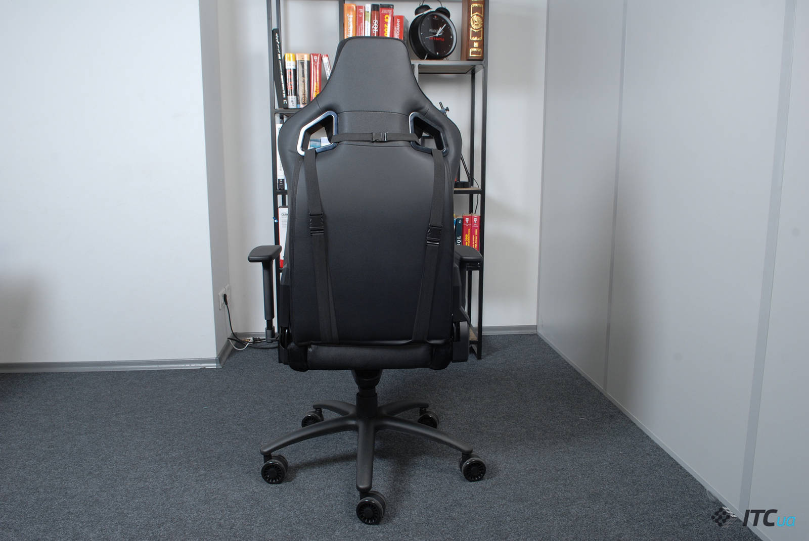 Кресло Hator Apex Alcantara Black. Фото 6