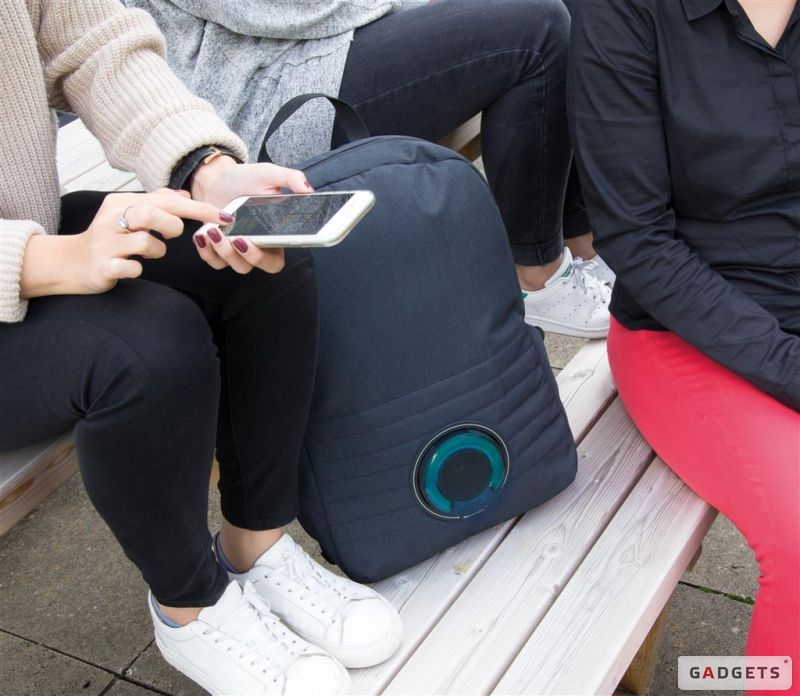 XD Design Party Music Backpack и студенты