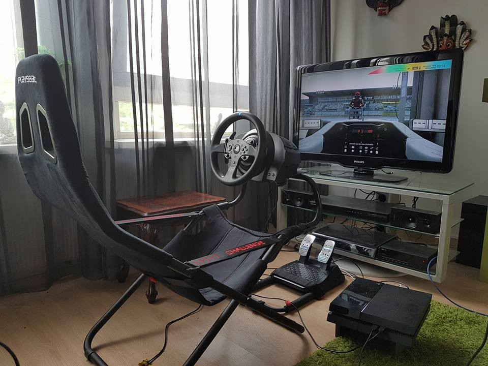 Кресло Playseat Challenge в квартире