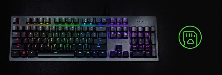 клавиатура крупным планом с зеленым логтипом справа