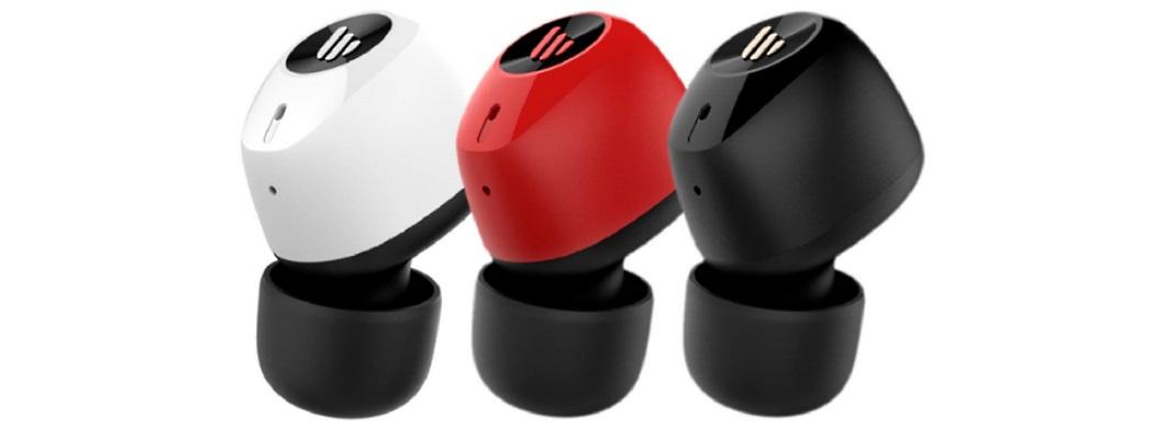 три наушника белый красный черный
